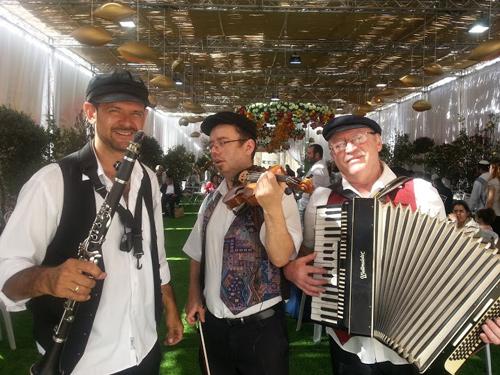 כליזמרים ירושלמים חוגגים סוכות