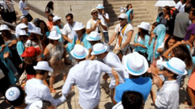 בר מצווה בכותל - מעגל ריקודים