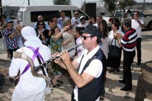 קבלת חתן בר מצווה ואורחיו בשער אשפות ירושלים